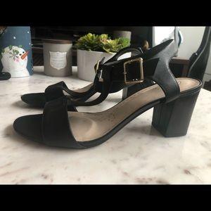 Clarks black heeled leather sandal 10.5
